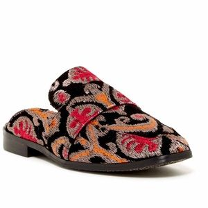 FREE PEOPLE embroidered mule NWT size 9 (39)